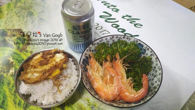 2016.12.31-白斬雞、荷包蛋、水煮蝦、炒綠花椰菜、米飯+醬油、台灣啤酒.jpg