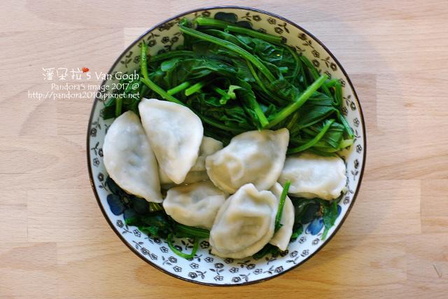 2017.02.13-韭菜豬肉水餃、水煮菠菜、水煮蝦.jpg