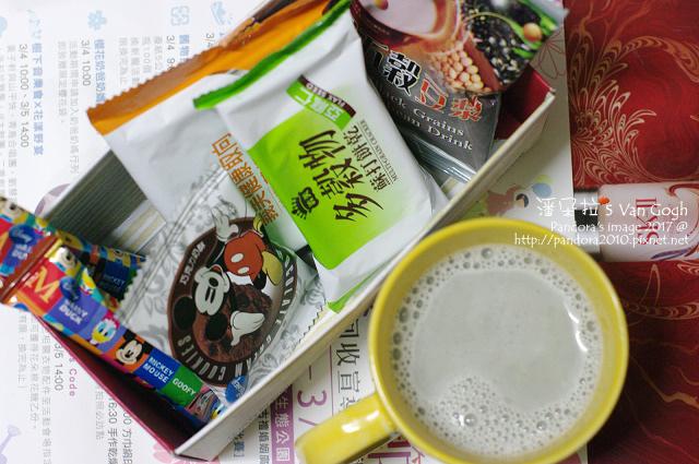 2017.02.28-(薌園)黑五穀豆漿、(義美)蘇打餅乾、(盛香珍)巧克力餅乾.jpg