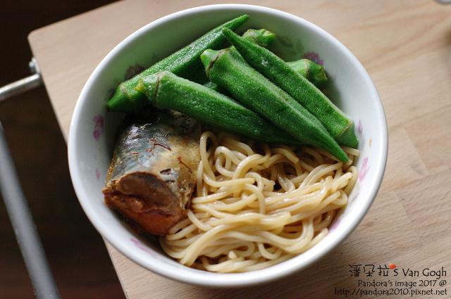 2017.04.19-(小麵館)蔥油拌麵+茄汁鯖魚+秋葵.jpg