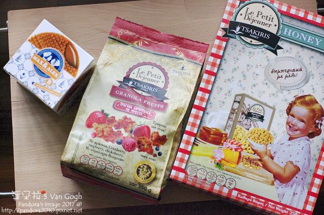 2017.05.24-(史翠普)荷蘭焦糖煎餅、(賽奇家族)烘烤酥脆穀片-綜合莓果、蜂蜜圈圈.jpg