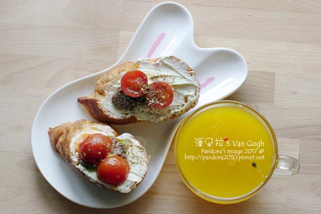 2017.07.05-法棍+奶油乳酪+橄欖醬+櫻桃番茄、百香果汁.jpg