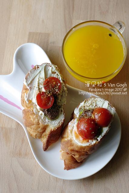 2017.07.05-法棍+奶油乳酪+橄欖醬+櫻桃番茄、百香果汁-.jpg