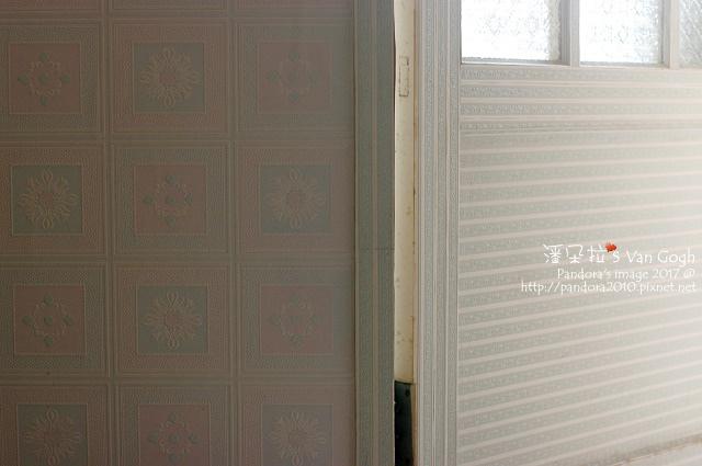 2017.08.16-房間貼壁紙.jpg