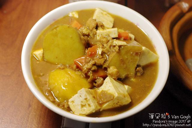 2017.10.24-胡蘿蔔地瓜絞肉咖哩+板豆腐.jpg