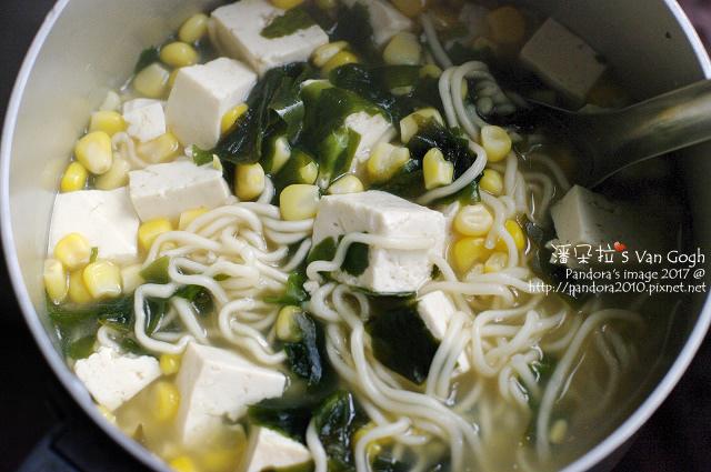2017.12.05-湯麵+海帶芽、板豆腐、玉米粒.jpg