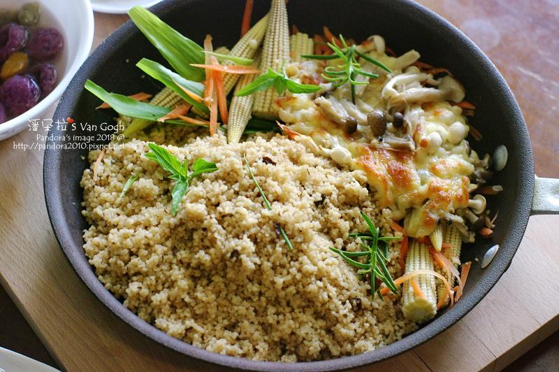 2018.08.17-七夕午餐。義式牛肝菌菇燉庫斯飯、焗烤菇菇.jpg