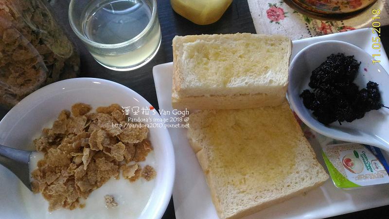 2018.11.05-穀麥片優格、奶油烤吐司、桑葚果渣、蜂蜜檸檬.jpg