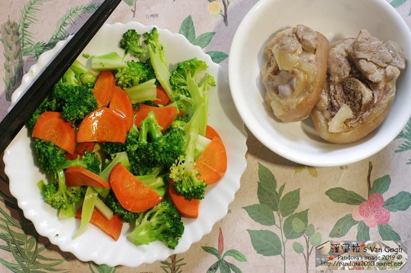 2019.01.16-飲食。醉元寶豬腳、綠花椰菜、胡蘿蔔、和風柚子醬.jpg