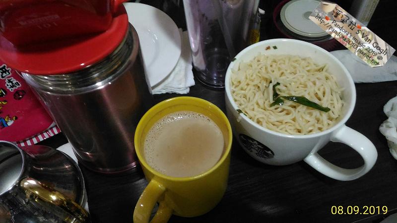 2019.08.09-奶茶+牛奶、(統一)肉燥麵.jpg
