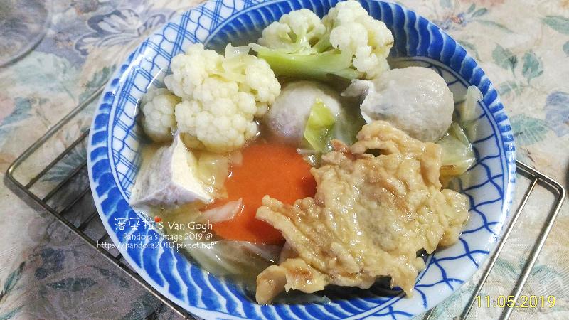 2019.11.05-關東煮火鍋。烤雞燉湯+包餡魚丸+牛蒡魚粄+高麗菜-2.jpg