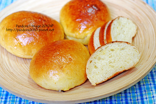 小巨蛋牛奶麵包
