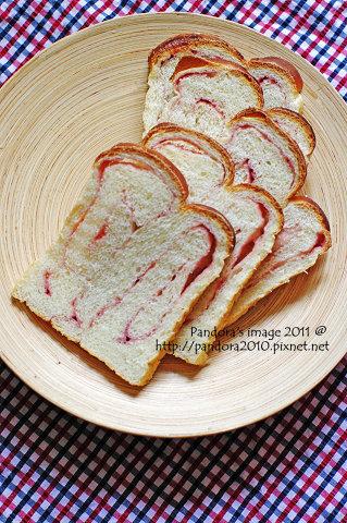 草莓捲心吐司
