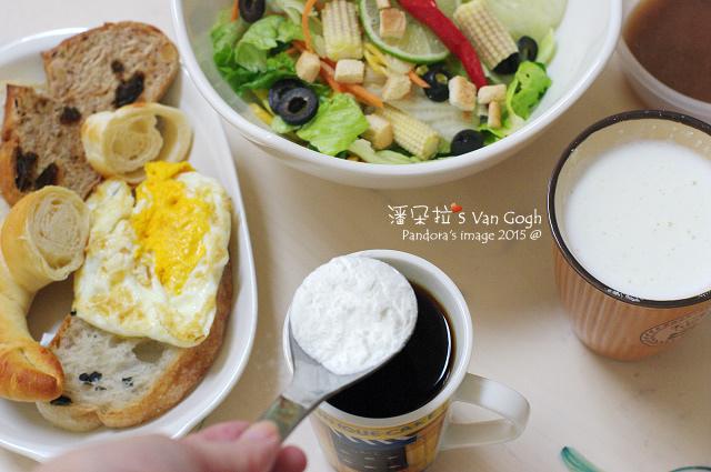 2015.07.16-麵包、生菜沙拉、杏仁膠原牛奶、黑咖啡+膳食纖維粉