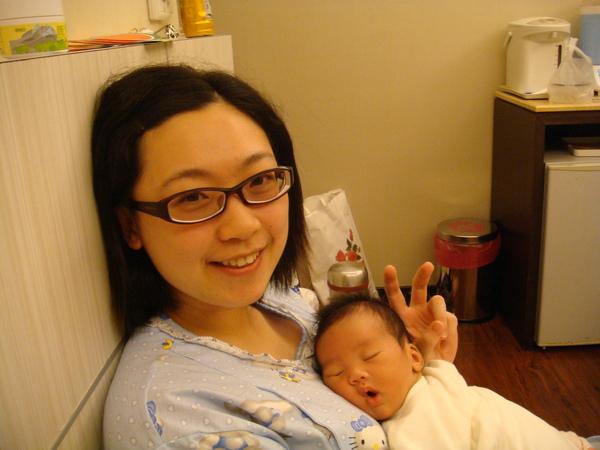 還是媽媽的懷裡最好睡
