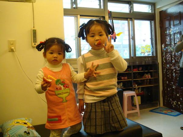 相差兩歲的姐妹