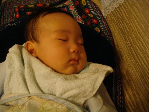 熟睡真像個小天使