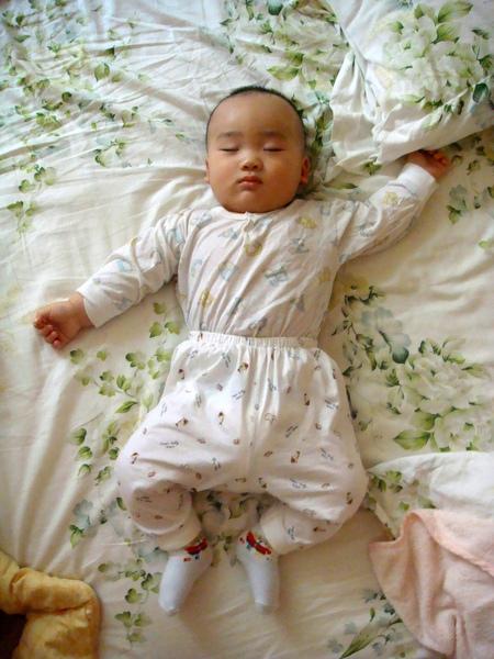 小歸小,但我都是睡大字型