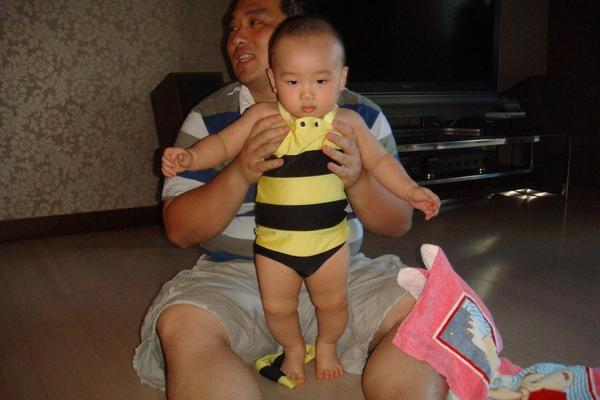 小蜜蜂站起來了