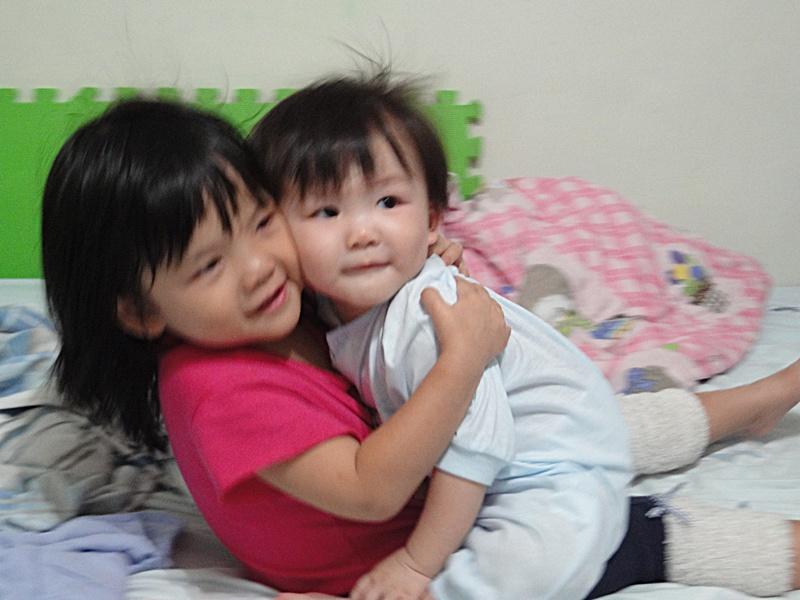 阿桃吉吉愛的抱抱