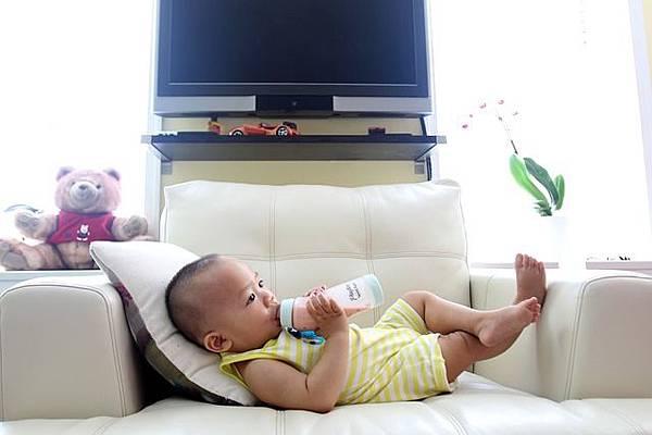 drinking-milk-2549021_640