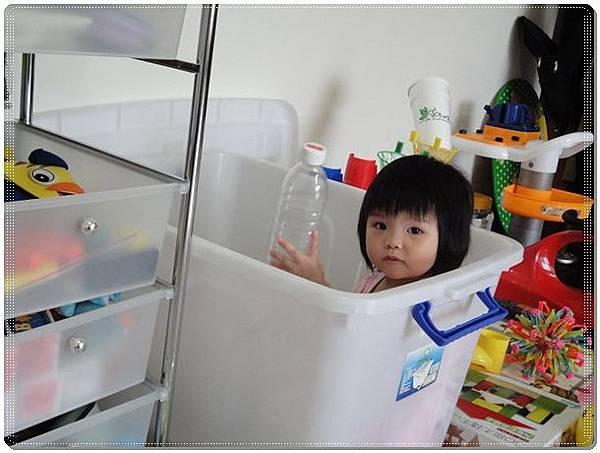 花絮之白白的玩具箱好玩嗎.jpg