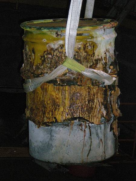噁心、爛掉的核廢桶在蘭嶼