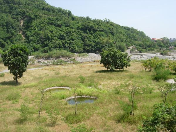 知本河濱公園親水池
