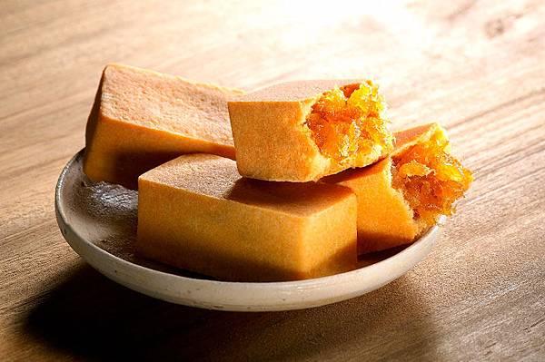 sunnyhills-pineapple-cakes-5_S.jpg