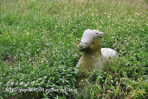 黃汴墓前的石羊