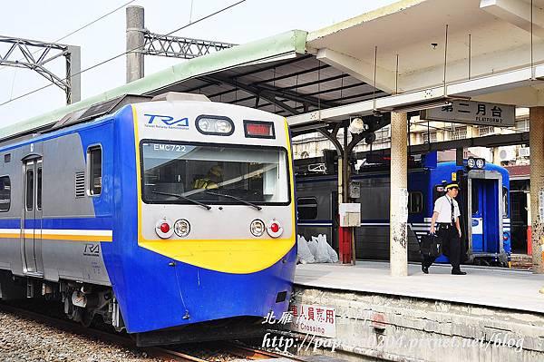 新舊兩代電聯車