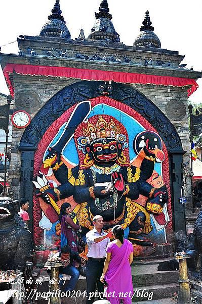 加德滿都(Kathmandu)杜兒巴廣場(Durbar Square)黑色拜拉弗神像(Kal Bhairav)