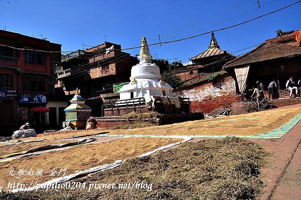 巴克塔布(Bhaktapur)古都中的寺廟與晒穀場