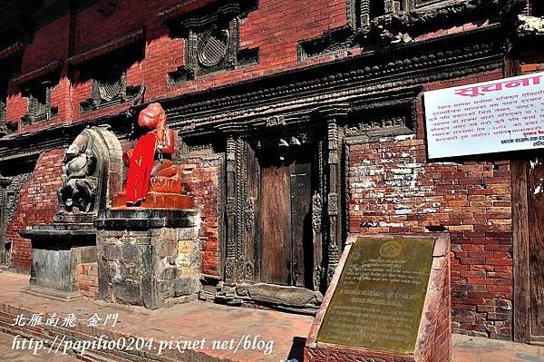 帕坦古都(Patan)桑里達宮院(Sundari Chowk)前的世界遺產石碑