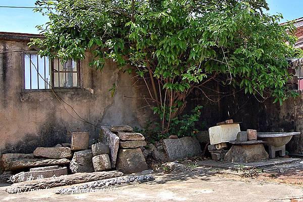 建築群組中的古井及舊建材