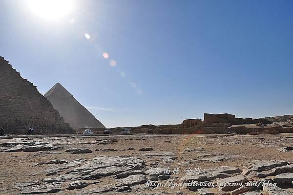 吉薩金字塔區中的法老官員墓地