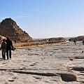 古夫金字塔旁的太陽船船坑