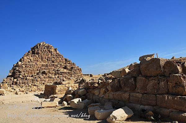 古夫金字塔旁的衛星金字塔