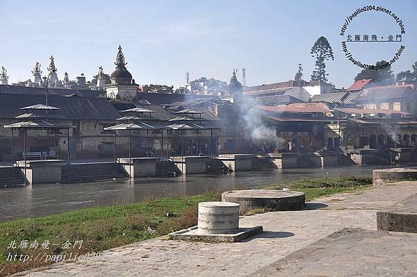 巴格馬提河(Bagmati River)畔的河壇火葬場-1
