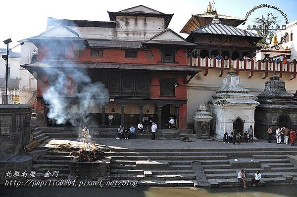 巴格馬提河(Bagmati River)畔的河壇火葬場-5