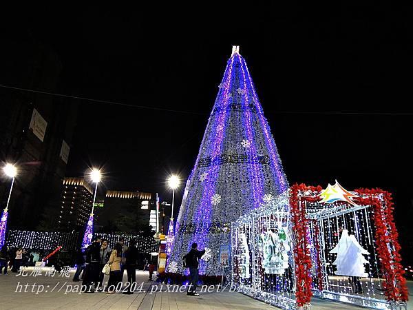 台中市政府前廣場聖誕樹