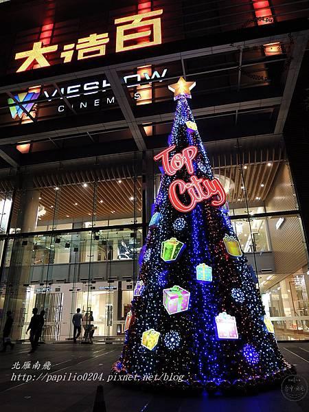 Top City大遠百台中店後門聖誕樹