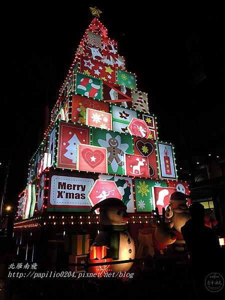 新光三越百貨台中中港店前廣場聖誕樹