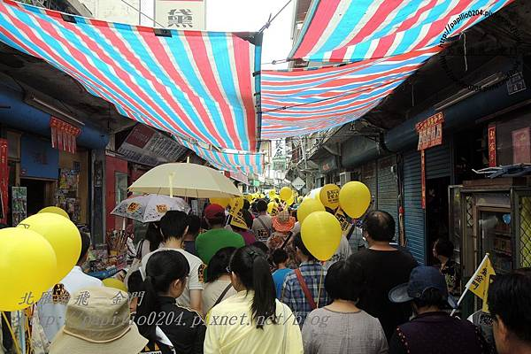 遊行隊伍經過浯江街