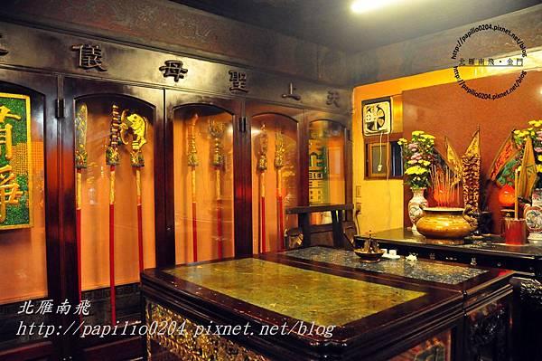 廟中許多角落都有媽祖文物展示.JPG