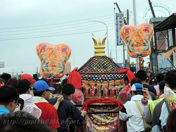 台灣民間傳說媽祖神轎上面的八卦對胎兒有影響 所以孕婦不能倰轎腳