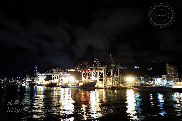 台馬輪上遠望基隆港夜景