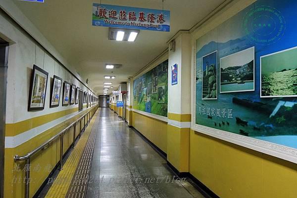 基隆西岸旅客碼頭旅客候船處長廊