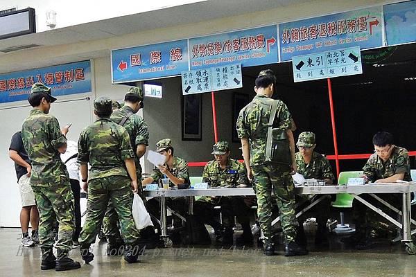 新華航業台馬輪候船室中的軍人報到處