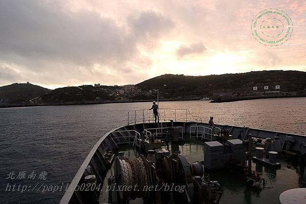 台馬輪即將到達東引,從船頭遠望南澳(樂業村與中柳村)